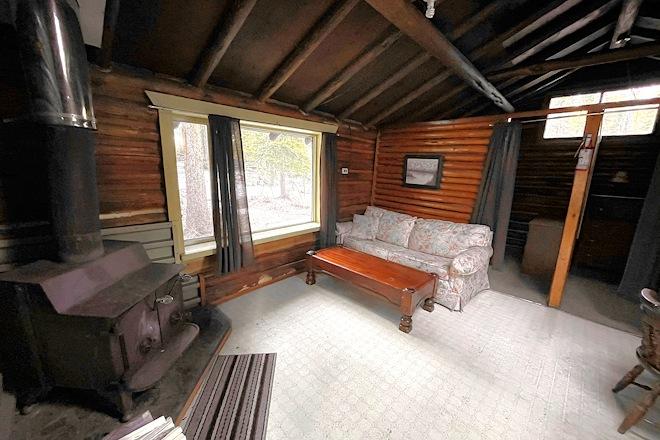 Cabin 8 Livingroom Postill Lake Lodge