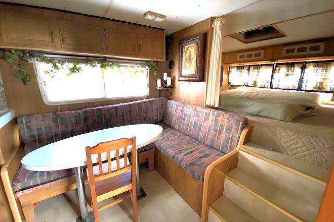 Retro Cabin 2 Kitchen and Bed Postill Lake Lodge