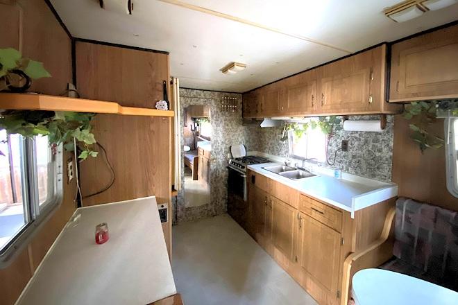 Retro Cabin 2 Kitchen Postill Lake Lodge