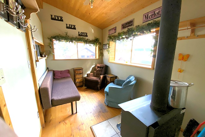 Retro Cabin 2 Living room Postill Lake Lodge